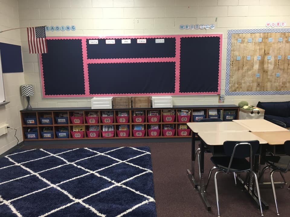 classroom library organized by reading levels