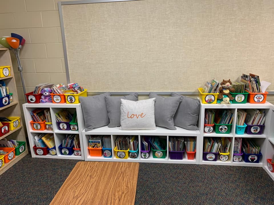 2nd grade classroom library organized by characters authors and series